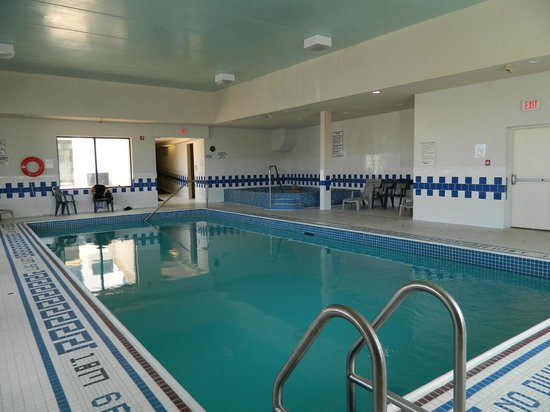 Comfort Inn Fallsview: Pool & hot tub