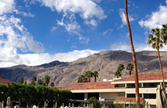 Hilton Palm Springs Resort: View of the mountains from balcony