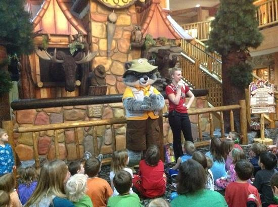 Great Wolf Lodge: story time in the lobby.