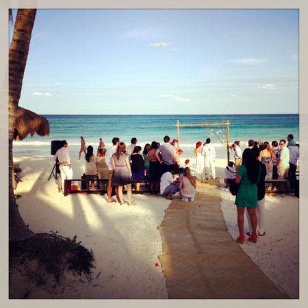 La Zebra Hotel, Tulum:                   ceremony on the beach