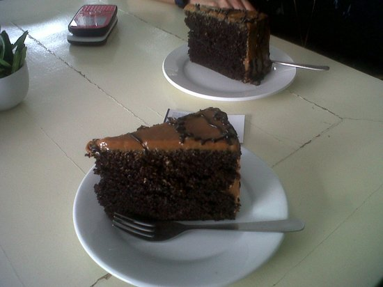 Seven Suites Hotel Observatory: 2 slices of choco caramel cake