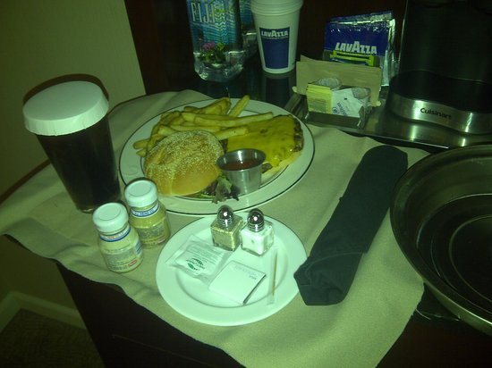 Hilton Seattle: Room Service