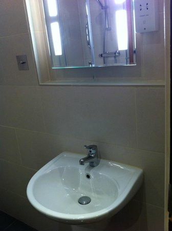 DoubleTree by Hilton London - West End : Bathroom 