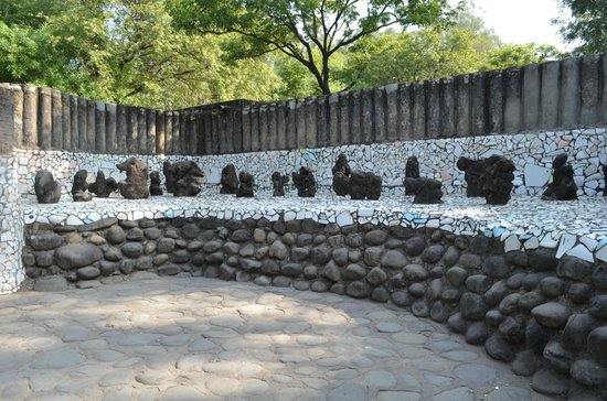 essay on rock garden chandigarh Nek chand rock garden this garden is an the villages that were demolished to create the site for courbusier's vision for chandigarh.