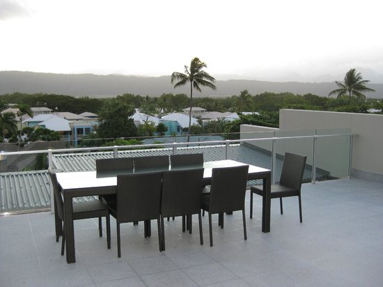 Coconut Grove Apartments: Outdoor dining table on roof-top balcony