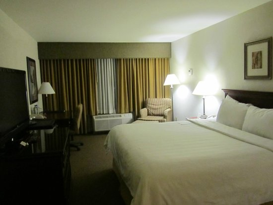 Crowne Plaza Beverly Hills: Room