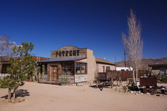 Pioneertown, CA: Pottery shop next door