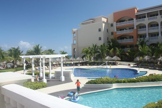 Iberostar Rose Hall Suites: Walking the grounds