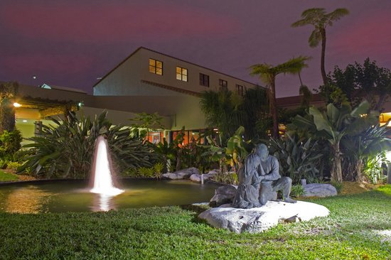 Shula's Hotel & Golf Club: Hotel Courtyard