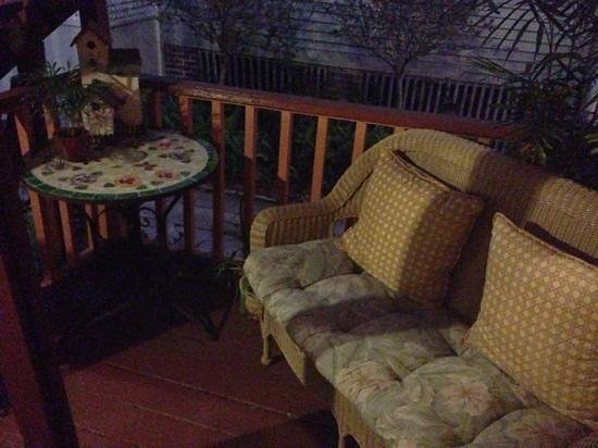 The Saragossa Inn: porch
