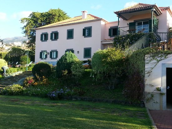 Quinta Sao Goncalo: view of Quinta from garden