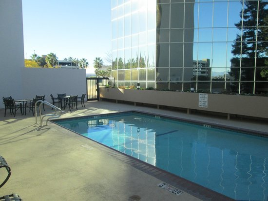 Crowne Plaza Los Angeles International Airport Hotel: Hotel Pool
