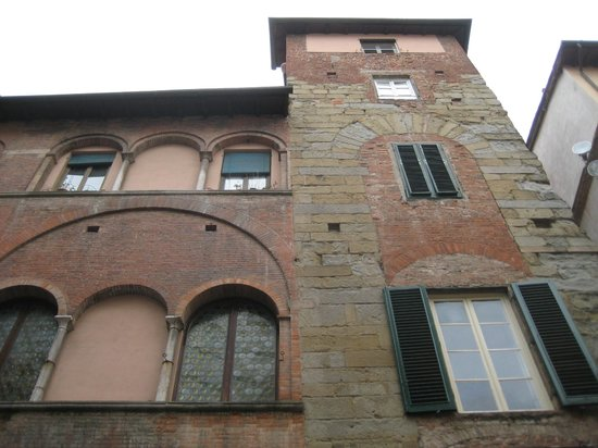 B&B L'Antica Bifore : l'edificio medievale