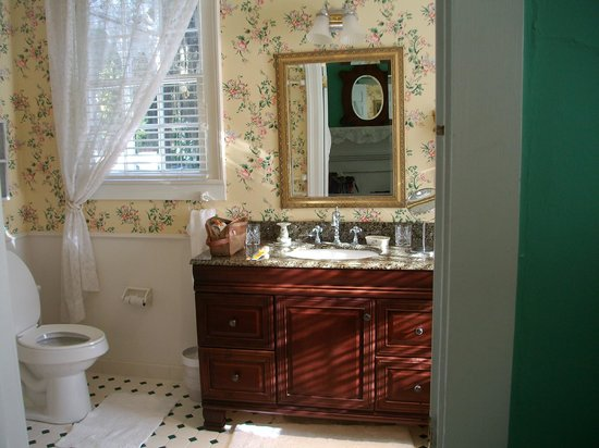 Cuthbert House Inn: Suite Bathroom