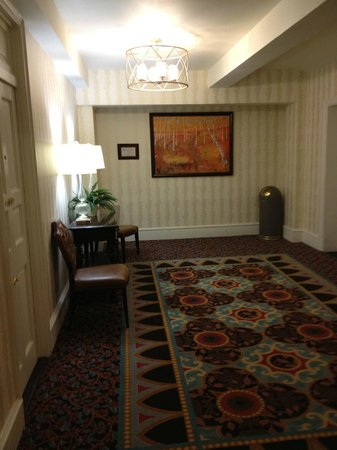 The Inn at Pocono Manor: Lobby Area on Our Floor