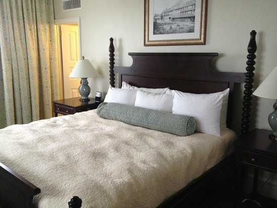 The Inn at Pocono Manor: Our Bed