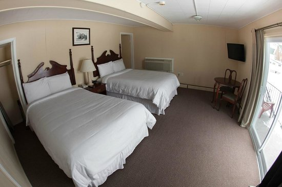 Kent Inn: Two Double Bed