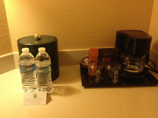 Creekside Inn: Complementary bottled water