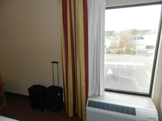 Comfort Inn Quantico: Room&#39;s window