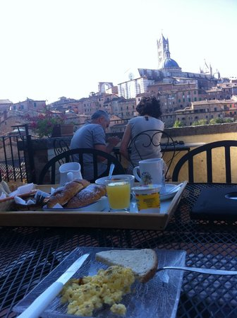 Albergo Bernini: breakfast on the terrace...wonderful