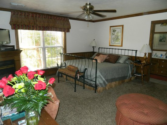 Whitestone Country Inn: Robins Nest Room