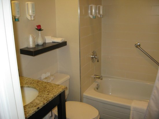 The Strathcona Hotel: The full piece bathroom, shower worked great!