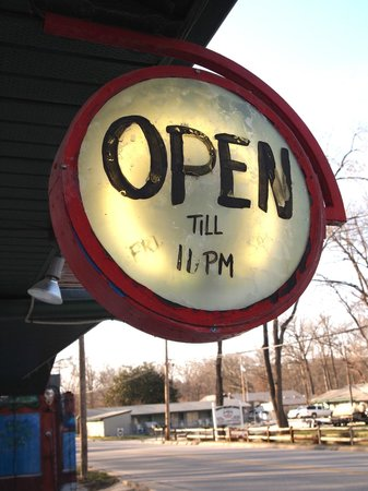 Hollister, MO: Open sign