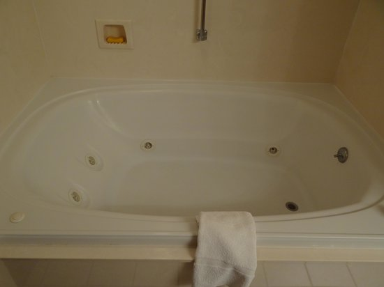 Comfort Inn &amp; Suites at Dollywood Lane: jetted tub
