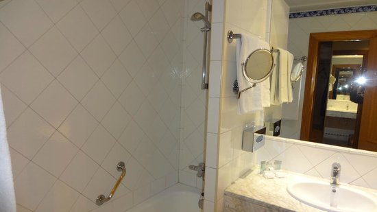 Saray Hotel: Shower recess