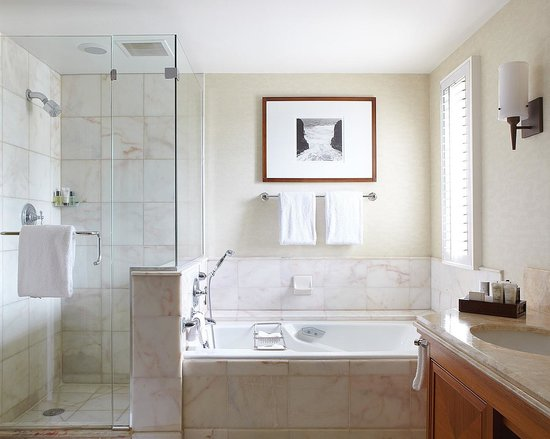Four Seasons Resort Maui at Wailea: Oversized Marble Bathroom