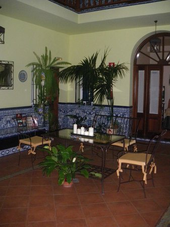 Pension Dona Trinidad : Patio central 