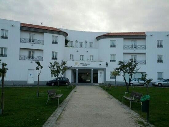 M'AR De AR Muralhas: the hotel's main entrance