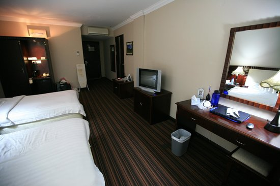 Palm Garden Hotel: Room