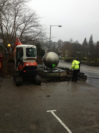 Windermere Boutique Hotel: Digger in car park