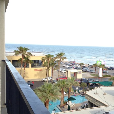 Holiday Inn Resort Galveston-On The Beach: Pool from 6th floor