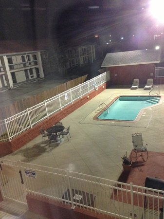 ‪‪Holiday Inn Express New Orleans East‬: Little pool- It was closed this time of year.‬