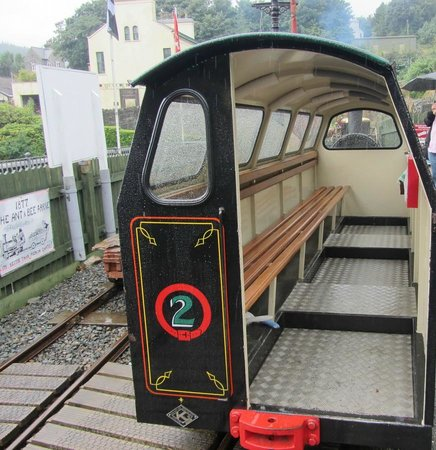 Laxey, UK: Interior of the passenger carriage. Cute!