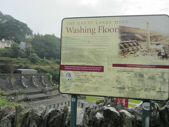 Laxey, UK: View of the sign at the railway entrance looking towards the Washing floors
