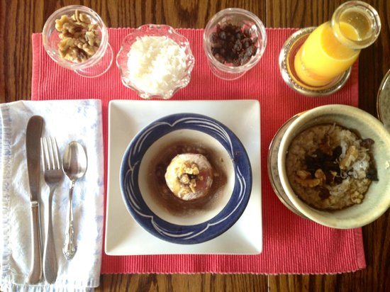 Shearer Hill Farm B&amp;B: Hearty vegan breakfast with all the fixins.