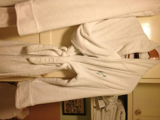 Two Wee Cottages Bed & Breakfast: Comfy robes