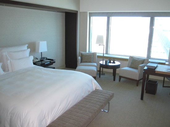 Hotel Arts Barcelona: Large room, very comfortable bed, very clean