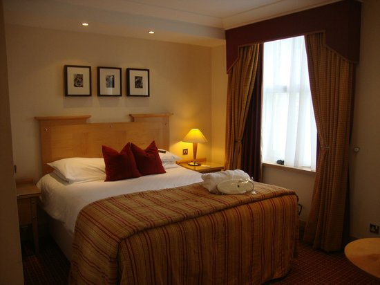 Charing Cross: Hotel Room