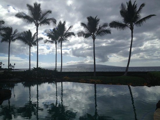 Wailea Beach Villas: adult pool overlooks ocean