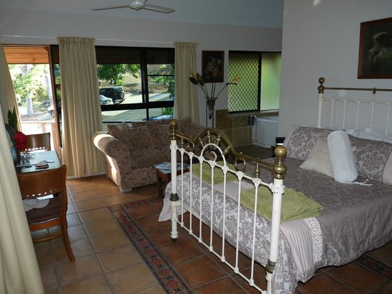 Airlie Waterfront Bed and Breakfast: Spa suite