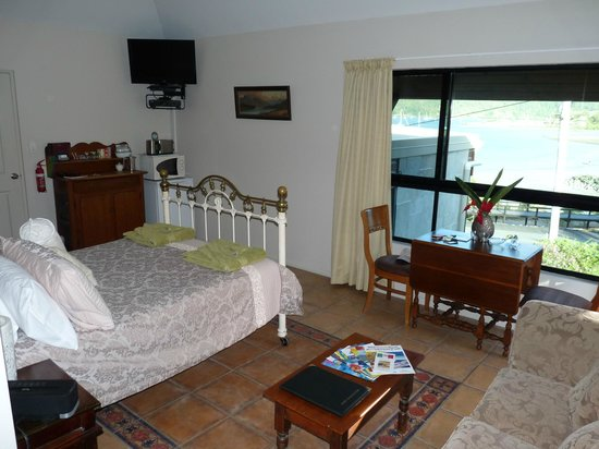 Airlie Waterfront Bed and Breakfast: Spa suite with a view