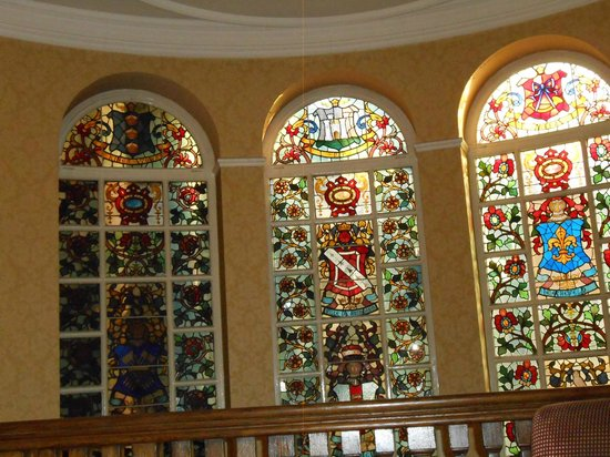 Quebecs: Stained glass windows