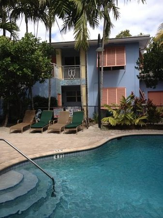Crane's BeachHouse Hotel & Tiki Bar: waterfall pool