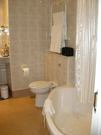 South Hykeham, UK : Abie Suite Bathroom