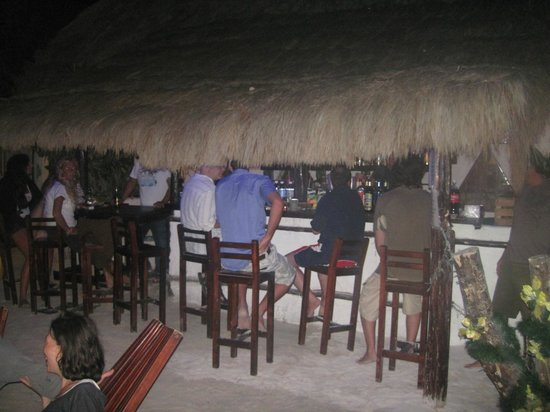 Cabanas Zazilkin: main bar at night