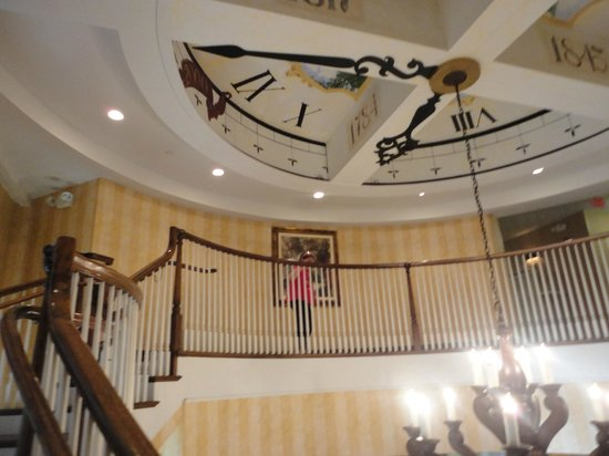 Hampton Inn & Suites Amelia Island-Historic Harbor Front : lobby stairs